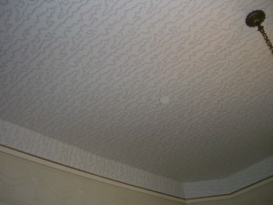 interesting wallpaper pattern on the ceiling