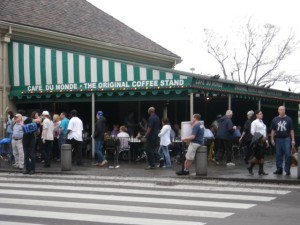 The biggest tourist trap in the area, the Café du Monde, offering café au lait and beignets. After reading up on it, I knew better than to waste an HOUR waiting in line!